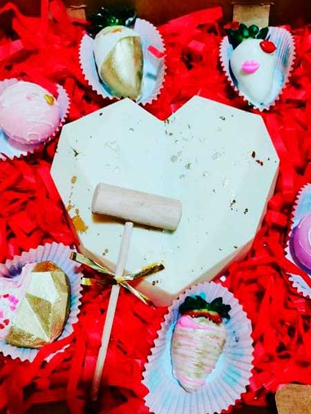 Corazón de chocolate con relleno para revelación de sexo del bebé